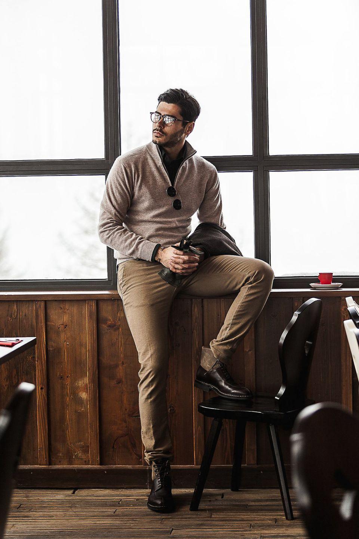 Gabriel Cohen Sitting in a Mountain Café